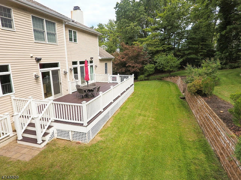 5  Tree Top Ln Chatham Twp, NJ 07928-1034