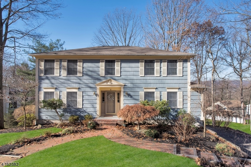8  Heather Ln Morris Twp, NJ 07960-2842