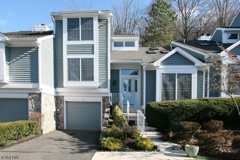 15  Knollcrest Rd Bedminster Twp, NJ 07921-1714