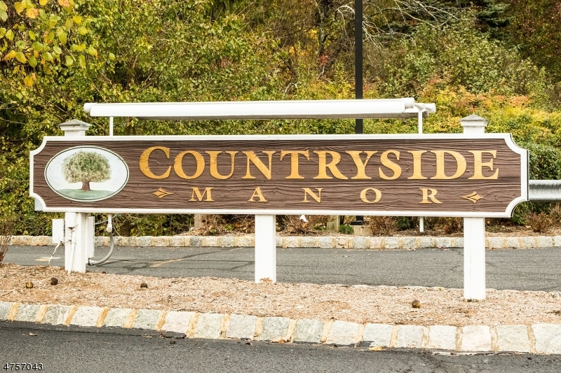 81  Countryside Dr Bernards Twp, NJ 07920-2033