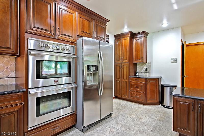 66  Washington Valley Rd Warren Twp, NJ 07059-7030