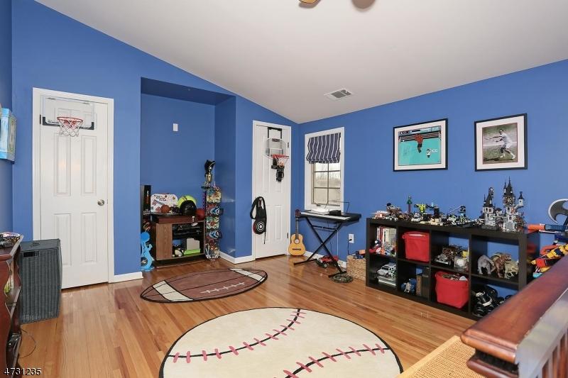 10  Keats Way Morris Twp, NJ 07960-5816