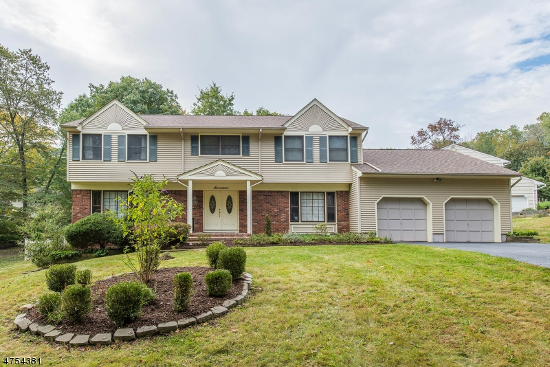 17  Rambling Woods Dr Morris Twp, NJ 07960-2821
