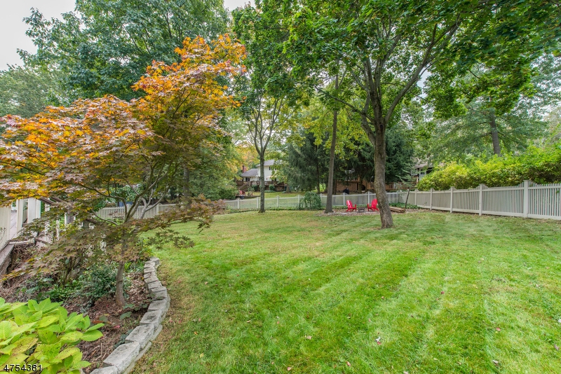 17  Rambling Woods Dr Morris Twp, NJ 07960-2821