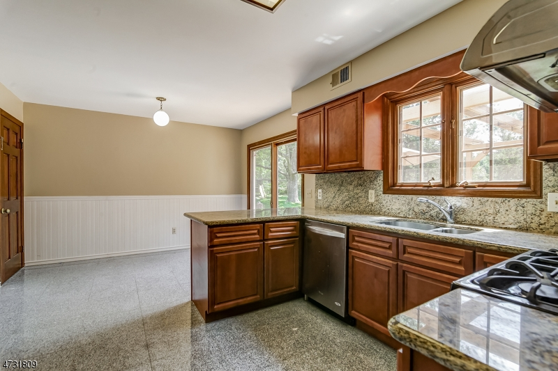 6  Kensington Rd Bernards Twp, NJ 07920-2522