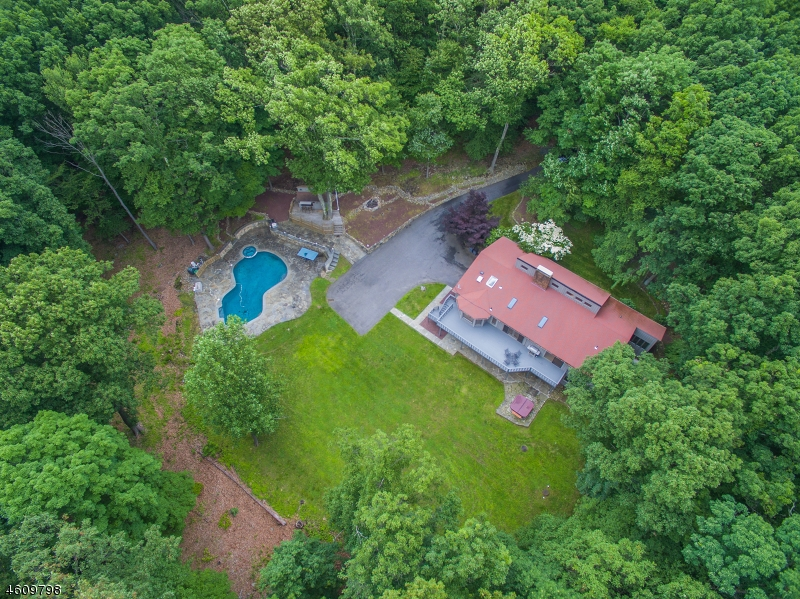 3  India Brook Dr Mendham Twp, NJ 07945-2202