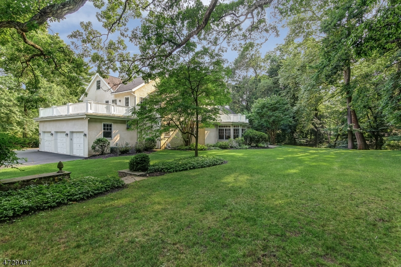 88  Birch Ln Millburn Twp, NJ 07078-3219