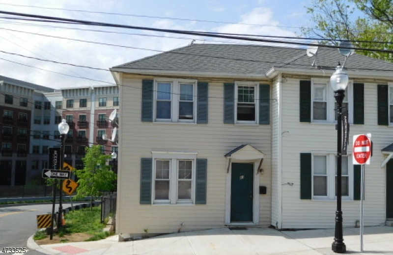41  Clinton Pl Morristown Town, NJ 07960-6805