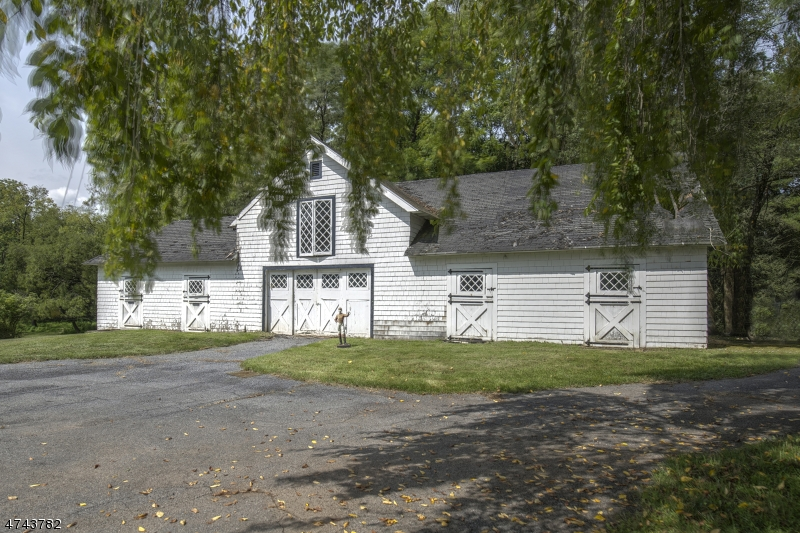 17  Old Chester Rd Peapack Gladstone Boro, NJ 07934-2028