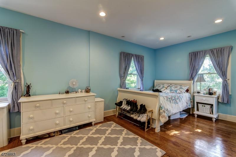 18  Hobart Ave Millburn Twp, NJ 07078-2029