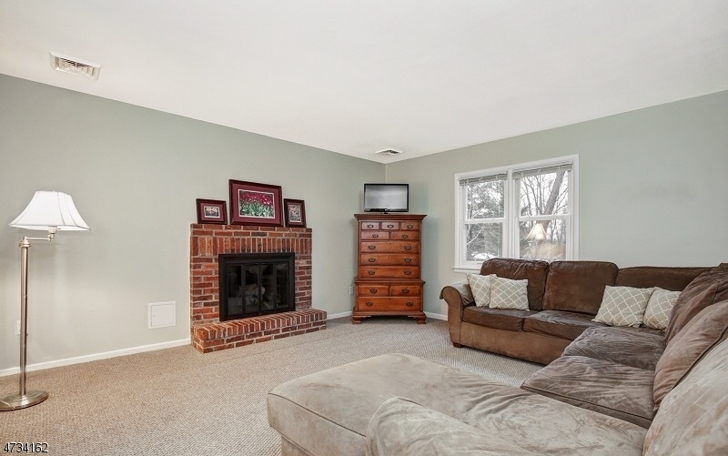 38  Hillcrest Rd Warren Twp, NJ 07059-5305