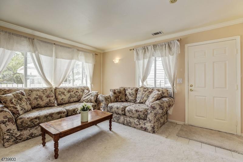 73  Parkside Rd Bedminster Twp, NJ 07921-1809