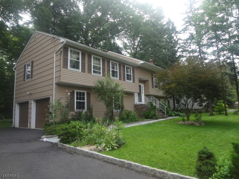 10  Daniel St Chatham Twp, NJ 07928-1521