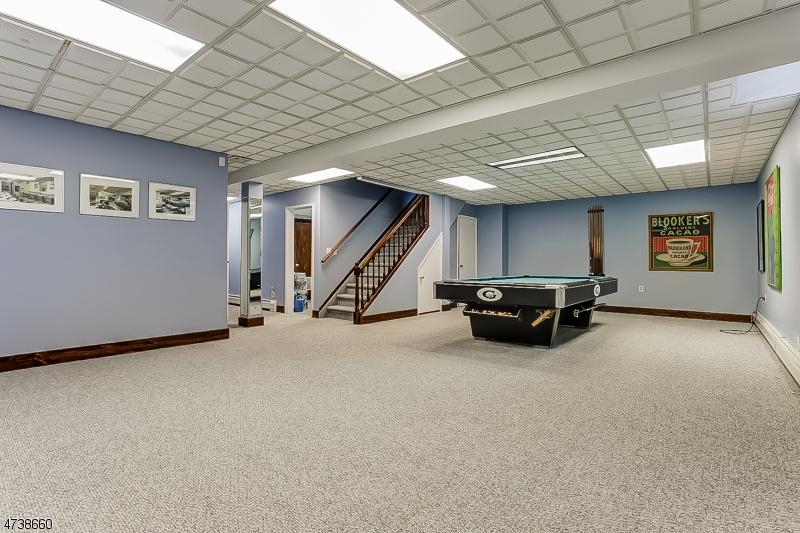 200  White Oak Ridge Rd Millburn Twp, NJ 07078-2928