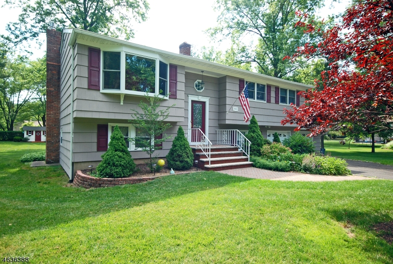 209  Northfield Rd Long Hill Twp, NJ 07946-1355