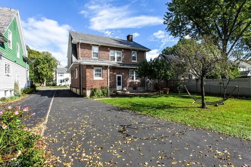 18  Walker Ave Morristown Town, NJ 07960-2943