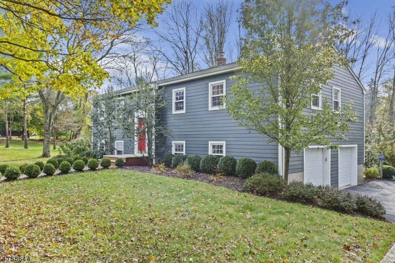 10  Village Cir Mendham Boro, NJ 07945-1423