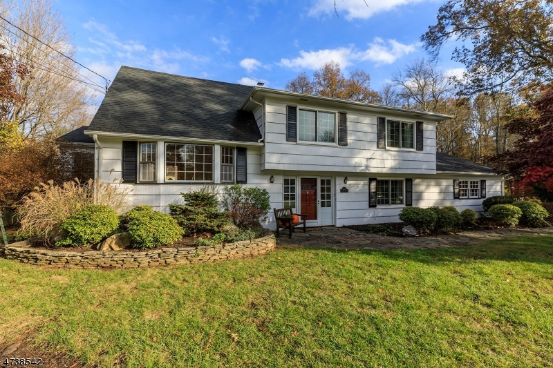165  Riverside Dr Bernards Twp, NJ 07920-1310