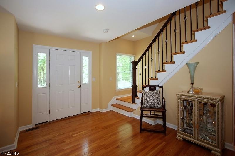 82  Round Top Rd Warren Twp, NJ 07059-5042