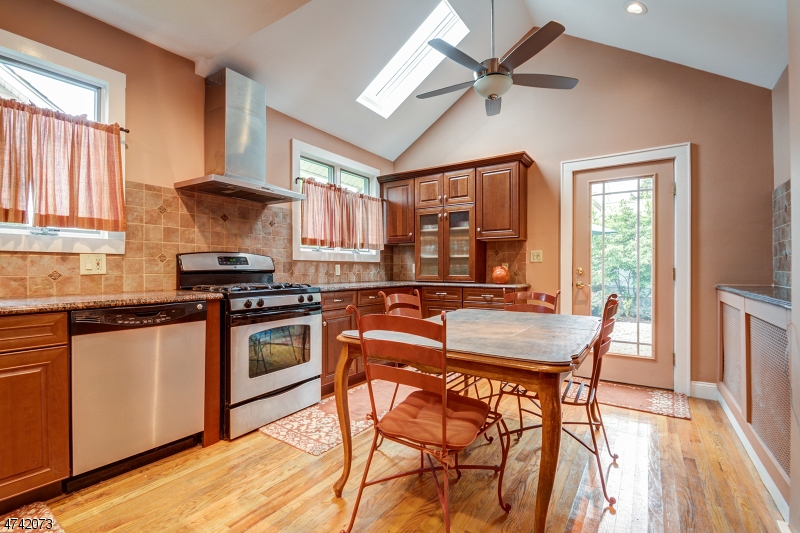 84  Mill Rd Morris Twp, NJ 07950-1637