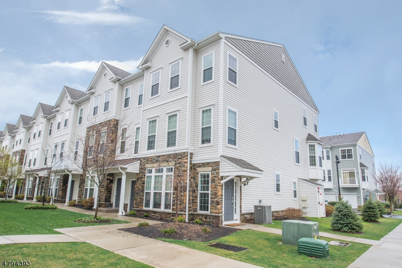 Grandville model with 2,015 square feet of newer living space, open floor plan, 2 bedrooms w/ loft space perfect for office/bedroom/playroom. 2 1/2 baths and garage.