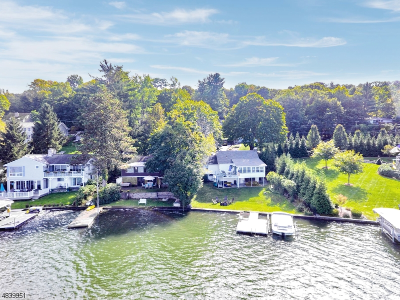 Come live the Lake Mohawk lifestyle: boating and swimming right in your backyard.