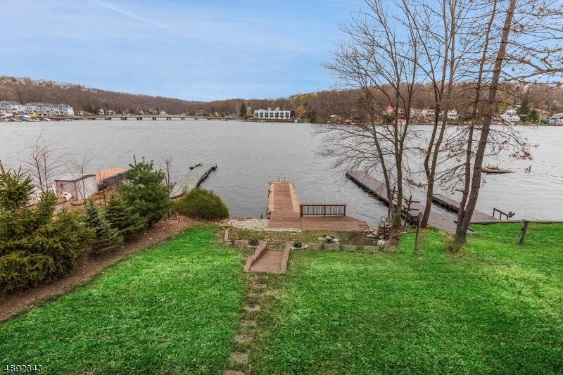 Lake side - great views,deep water!