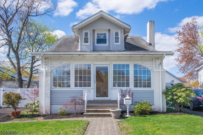 Craftsman Colonial with Great Curb Appeal