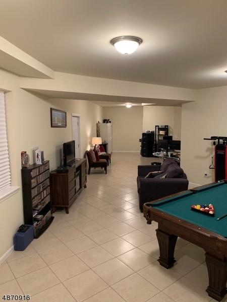 Full Rec Room w/ full bathroom om ground level