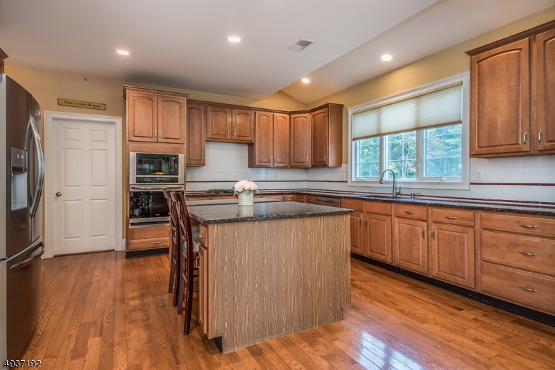 Granite island & countertops, new stainless steel apppliances
