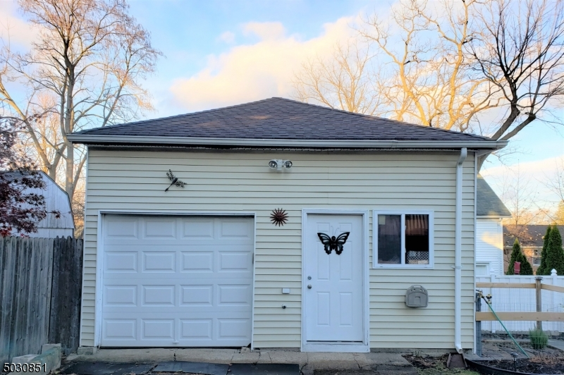 Offers storage/workshop and aloft area