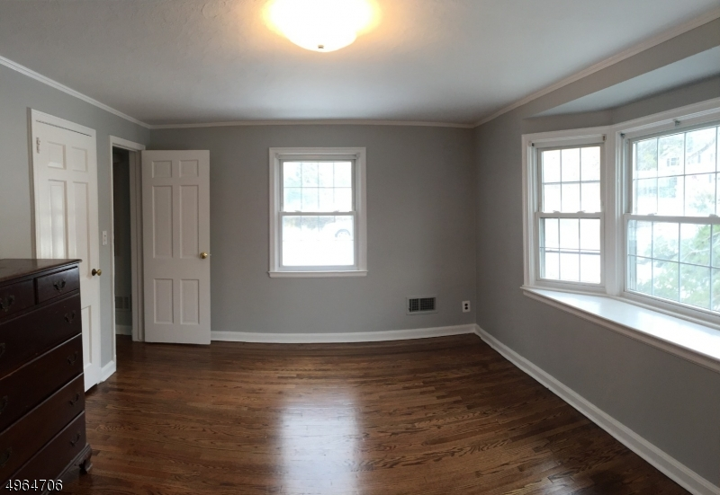 Spacious Room with it's own bath.   Bay window