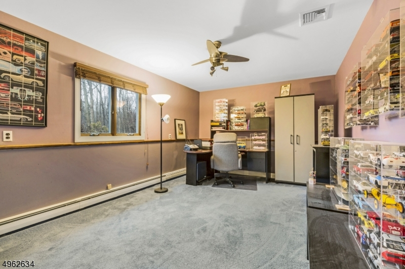 Very large 4th bedroom on ground level