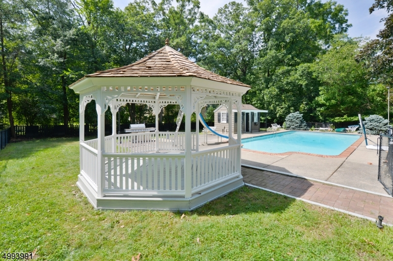 Serene private Oasis w/ In-Ground Poll, Pool House and Gazebo