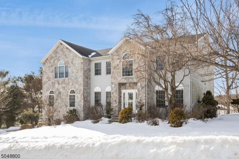 Located in a Prime Northern New Jersey location, less than 20 miles from NYC, Wayne is home to top-rated schools, High Mountain Park Preserve where hikers can take in stunning views of the City, William Paterson University, and plenty of local and chain