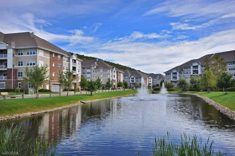 You will love Wanaque Reserve, Beautiful location for you to enjoy all this lifestyle has to offer. 55 and better with over 40 active clubs - something for everyone!