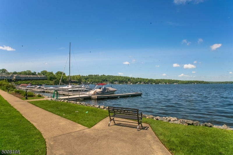 Deeded Dock Slip comes with the unit. Additional slips available for rent.