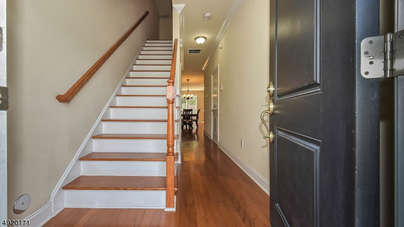 Enter into your new well cared for townhouse.