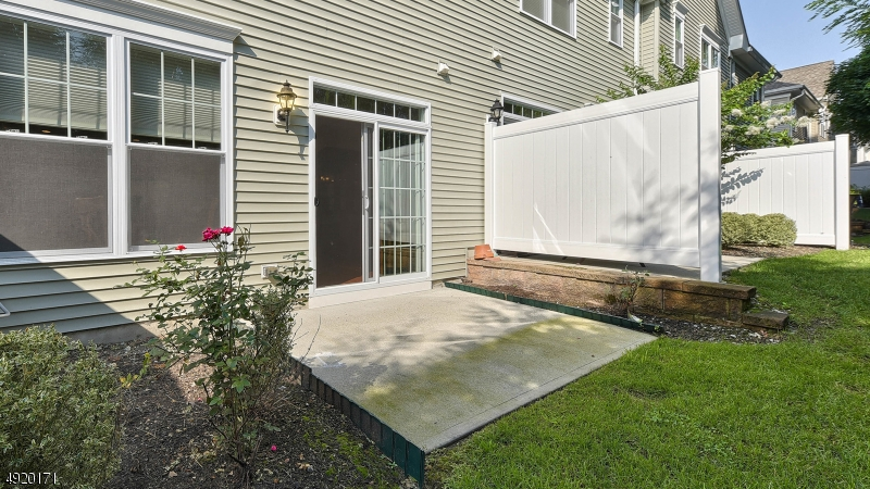This townhouse has natural gas hook-up for BBQ - never run out of gas for cooking!