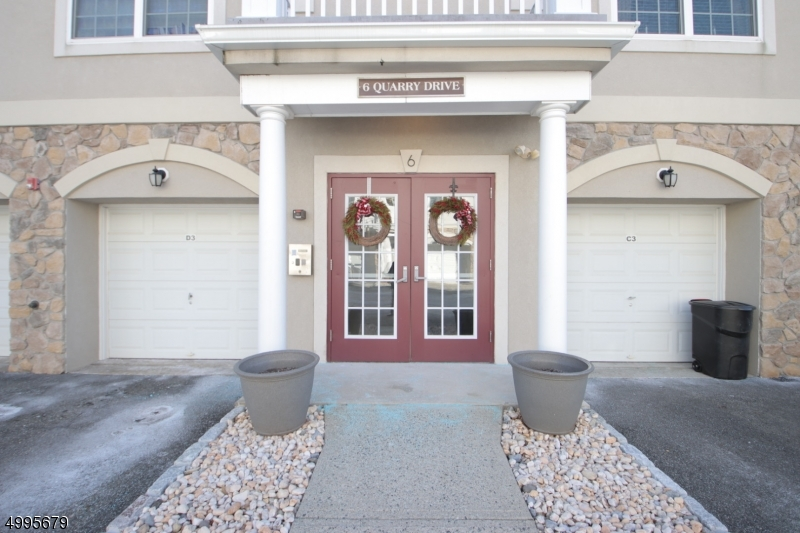 Secure entry way