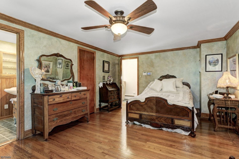 Wood floors, walk-in closet, crown molding.