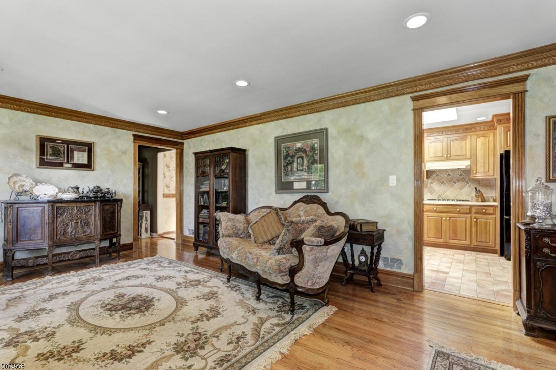 Crown molding, wood floors, recessed lighting.