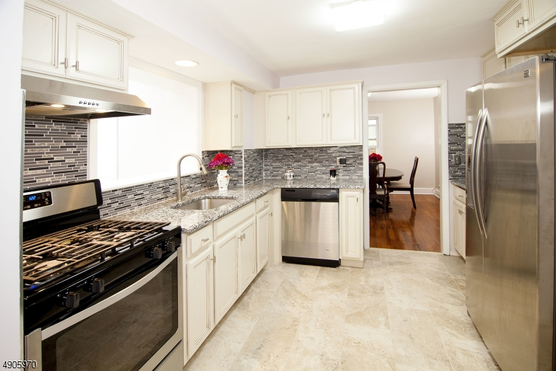 2019 Renovation, Granite Counter, Stainless Steel Appliances, Kitchen Exhaust Fan vents out