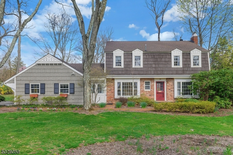 Winderful curb appeal and just .03 miles to Convent Station train station!