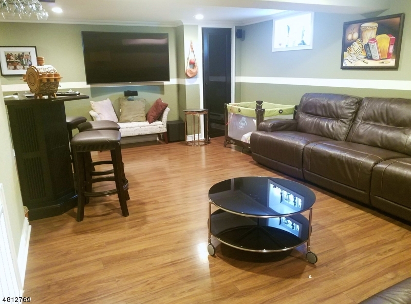 Basement : Huge Family room