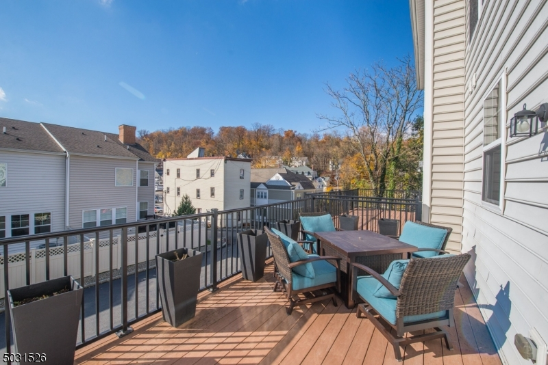 Tremendous Deck - Southern Exposure for sunny days and starry nights