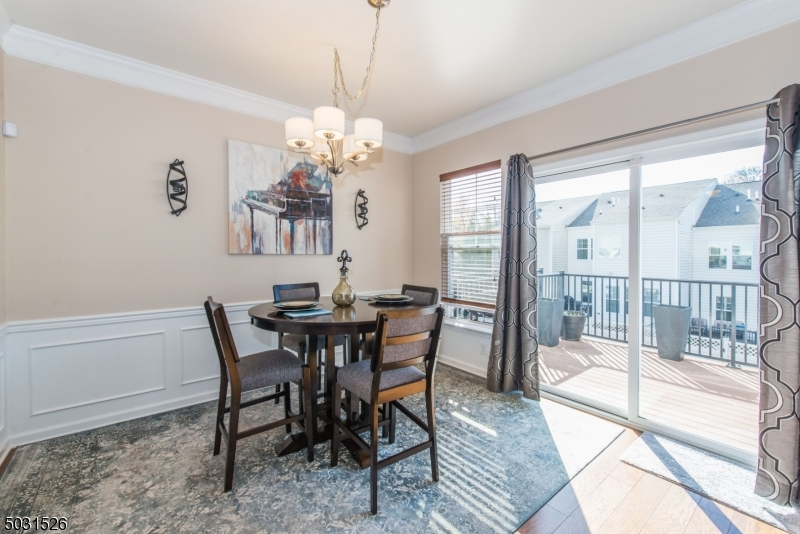 Sunny and Bright, Custom molding, spacious, open to kitchen and living room