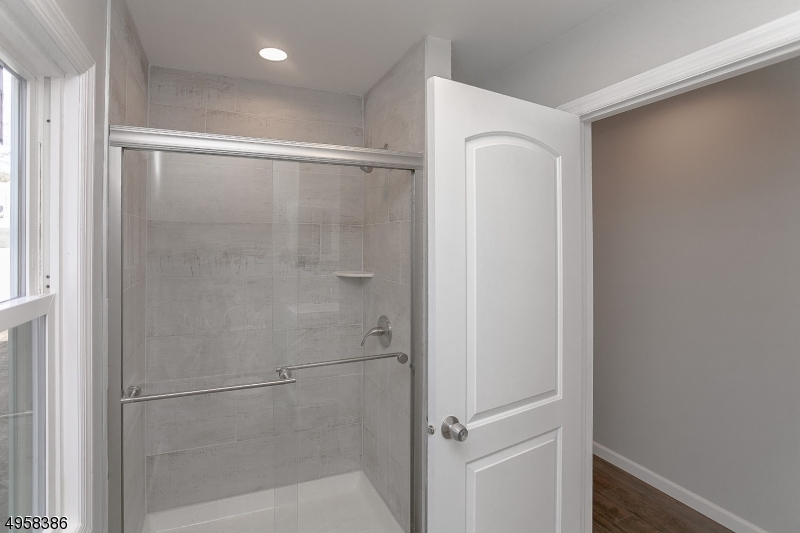 BEAUTIFUL SHOWER ALL BRAND NEW