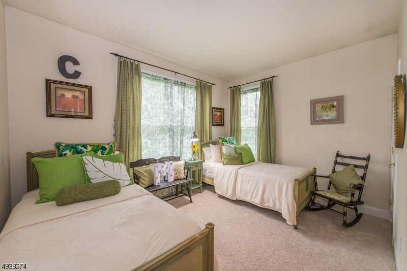 1st floor en suite bedroom