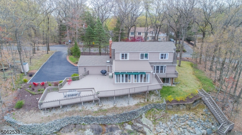 Move Right In and Enjoy all that Montville has to offer.  Great Schools, Easy access to major highways and more!